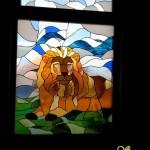 szines-olomuveg-ablak-ajto-betet-vadaszjelenet-soos-csilla (9)